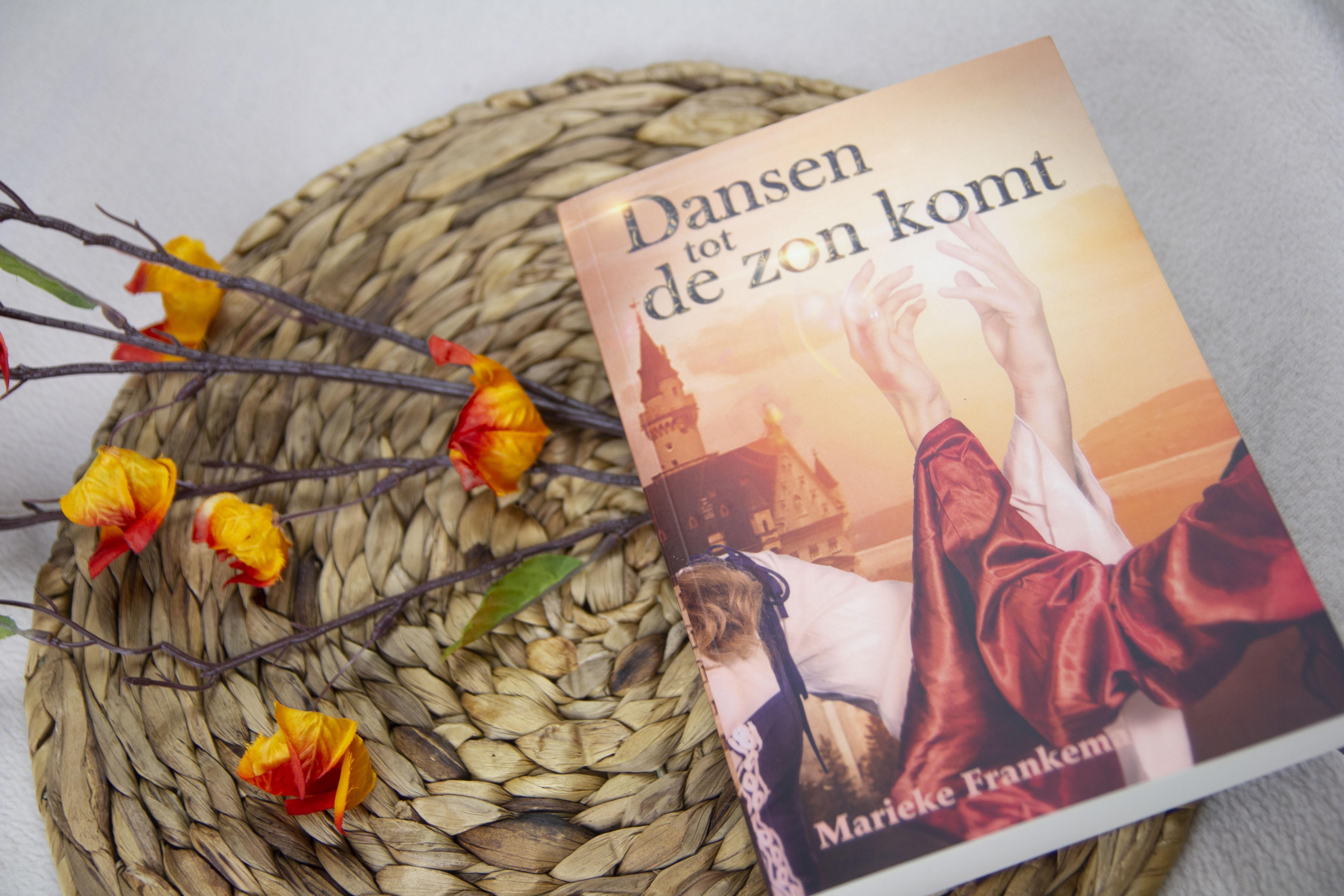 Blogtour – Dansen tot de zon komt – Marieke Frankema